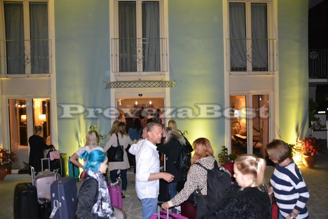 """Πρέβεζα: Έφτασαν πριν από λίγο στο Parga Beach Resort οι 24 Σουηδέζες καλλονές του παιχνιδιού """"BACHELOR"""" - ΦΩΤΟ"""