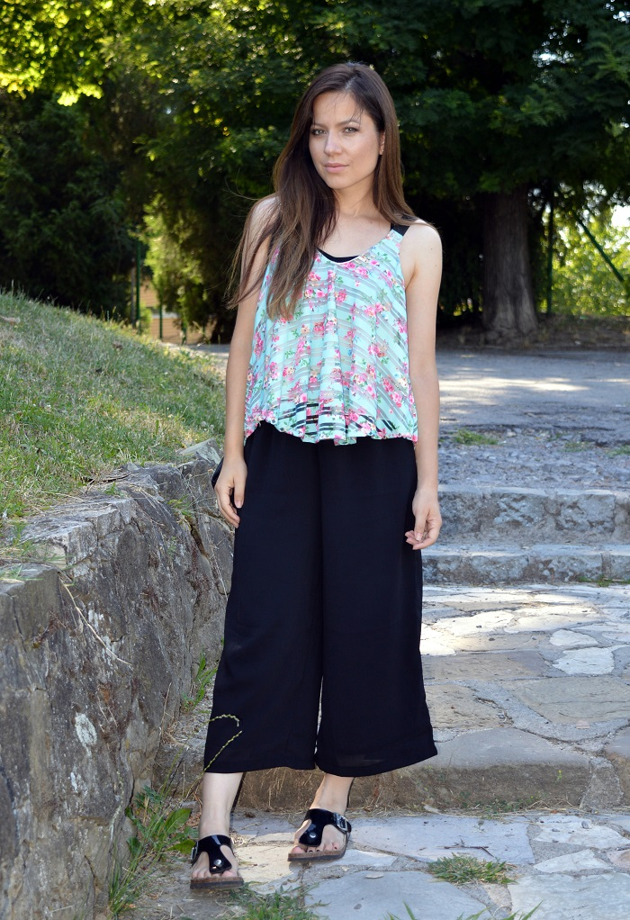 cropped wide leg pants, culottes, mint floral top, outfit, styling birkenstock sandals shoes, bershka