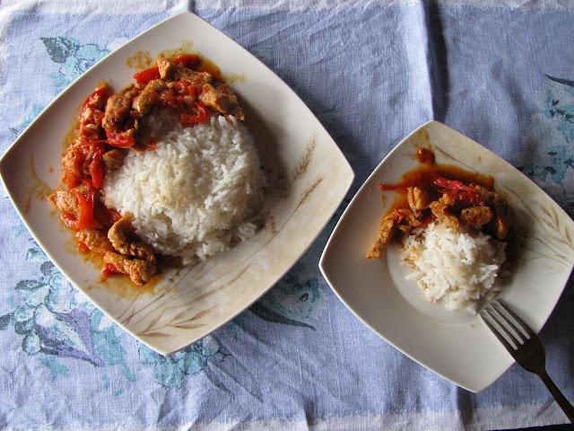 kurczak z papryką i ryżem