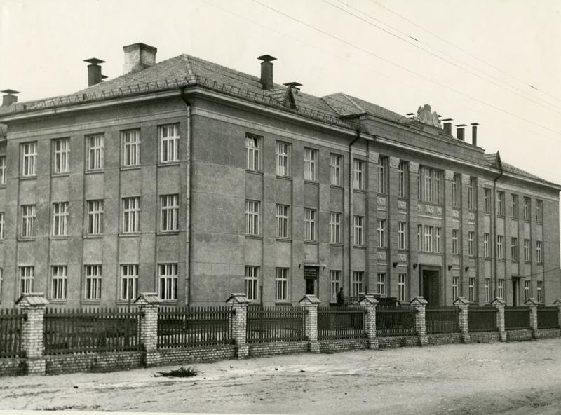 Средняя школа 6 и улица Strėvos. Тогда и сейчас 11 фото