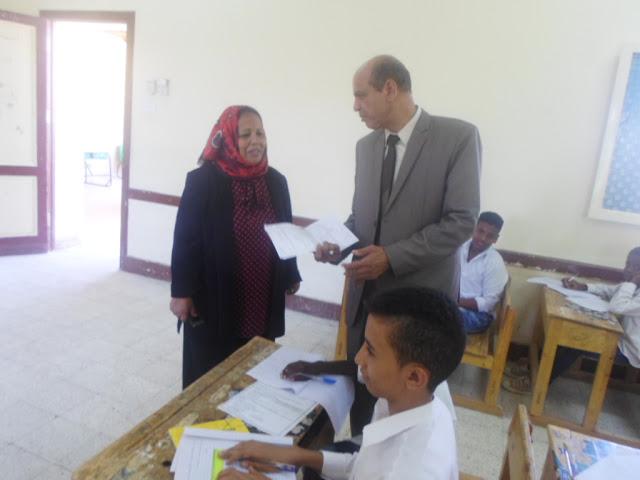 """""""مدير إدارة أسوان التعليمية """" يتفقد سير امتحانات الدور الثاني   2016"""