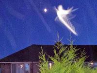 Sosok 'Malaikat' Bercahaya Hebohkan London