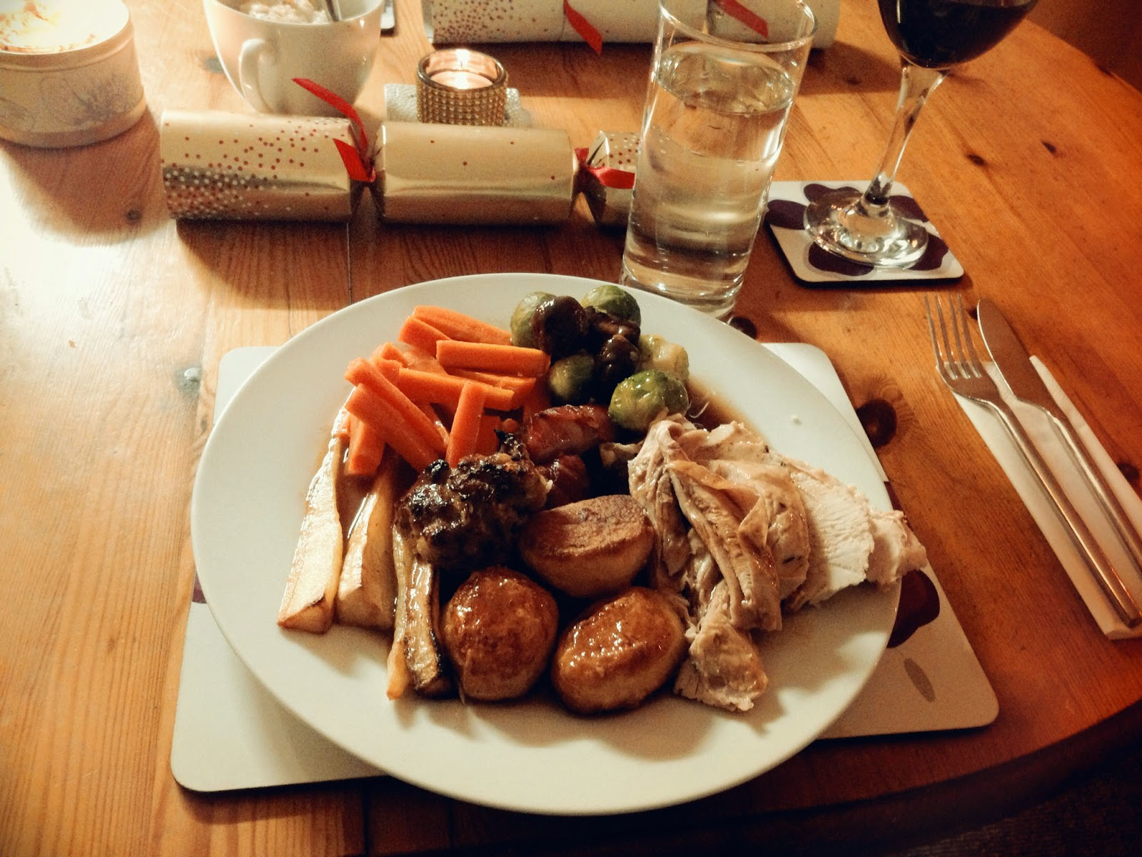 Traditional English Christmas Dinner.Julie Pennell A Traditional Christmas Dinner England Style