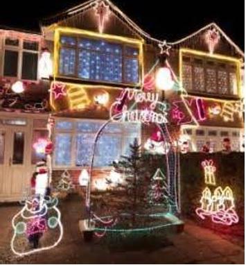 cómo adornar el exterior de la casa en navidad la fachada y el patio jardin