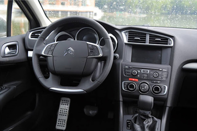 Novo Citroen C4 Lounge 2017 - interior - painel