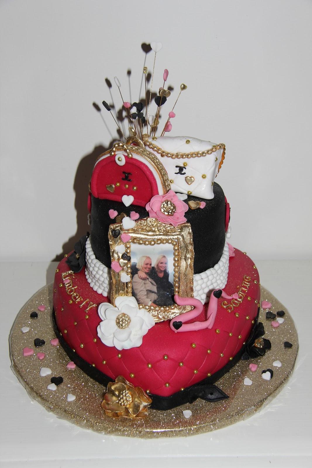 Bekend lekker zoet: Kimberly en Sabrina 21 jaar, een Chanel taart JD89