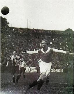 Contro il Wiener Sportklub, nel 1931.