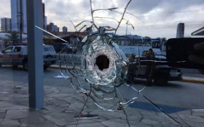 Grupo explode caixa eletrônico dentro de shopping Partage, em Campina Grande, e faz reféns
