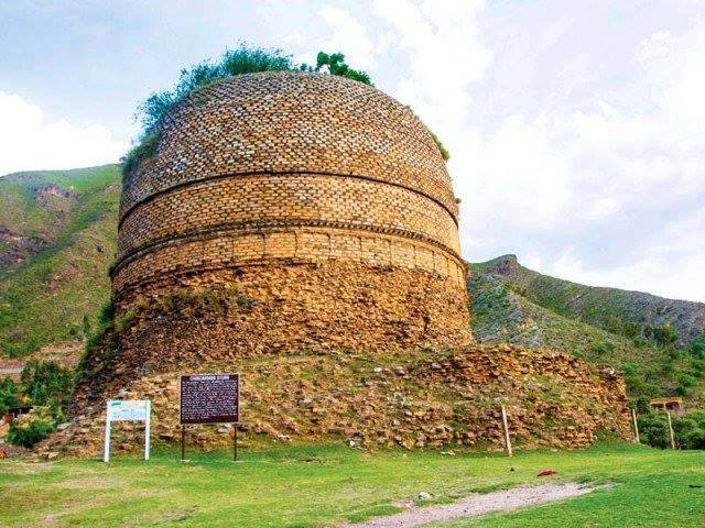 Shingardar Stupa can be seen from the road (25 kms short of Saidu Sharif) between Mardan and Saidu Sharif.Swat Pakistan