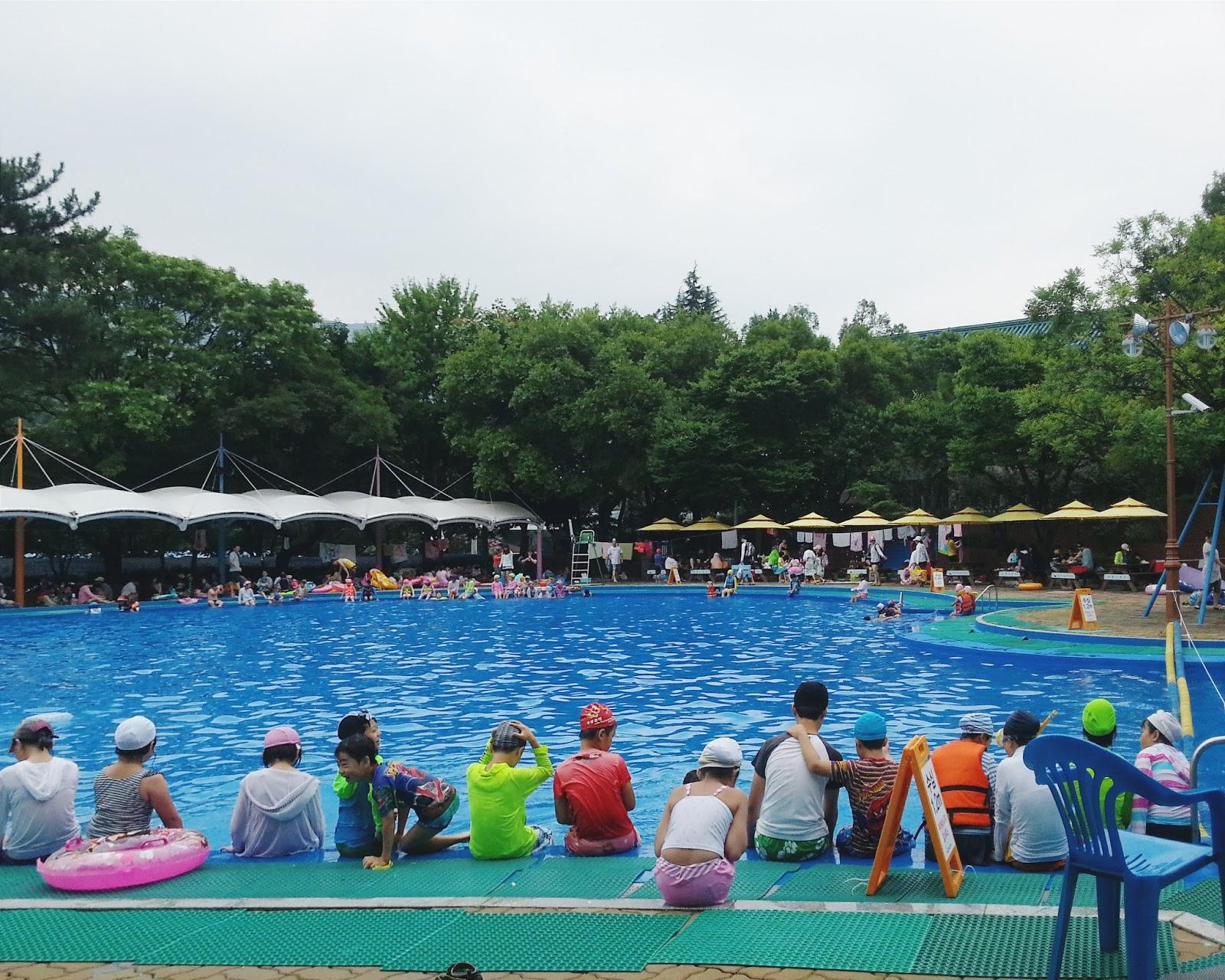 Touch daegu duryu park outdoor swimming pool for Outdoor swimming pool
