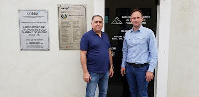 Visita do Vereador Marcelo Comeron no Laboratório de Diagnose de Solo, Planta e Fisiologia Vegetal da Unesp de Registro-SP