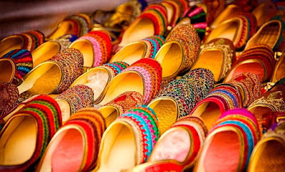 indianness-to-your-western-wear-with-stylish-juttis