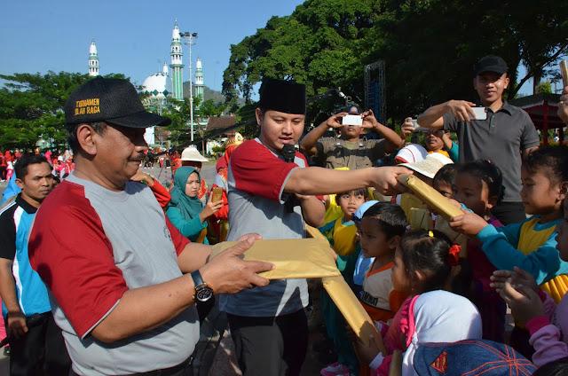 Plt. Bupati Nur Arifin Berbagi Keceriaan Bersama Anak-Anak dalam Gebyar PAUD