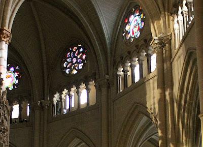Arcos de herradura en el triforrium de la catedral de Toledo
