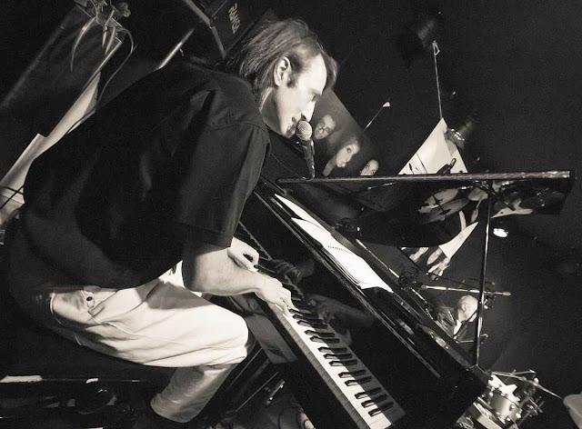 Nils Mille Marburg Klavierunterricht Klavierlehrer Klavierpädagoge Instrumentalunterricht Instrumentalpädagoge Privatunterricht Musik Musikunterricht Musiklehrer Klavier Keyboard E-Bass Pianist Komponist Barpiano Klavierunterricht
