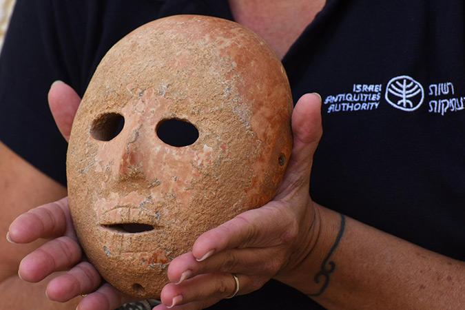Penelitian 9,000 year old stone mask excavated in Israel's Hebron Hills