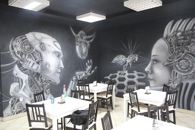 Malowanie obrazu na ścianie w barze LLU Burger King w Łukowie, obraz świecący w ciemności