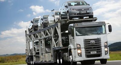 Quantos carros cabem em uma cegonha?