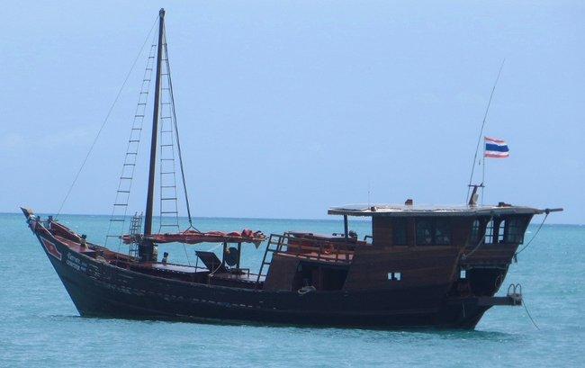 Старинный корабль из дерева