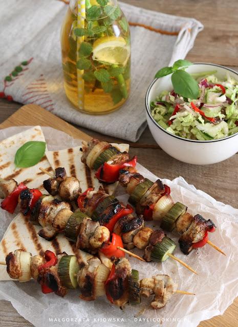 prosty przepis na szaszłyki, dania na grilla, menu na piknik, daylicooking