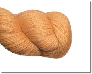 Weiche Alpakawolle in der Farbe Pfirsisch im Alpakashop