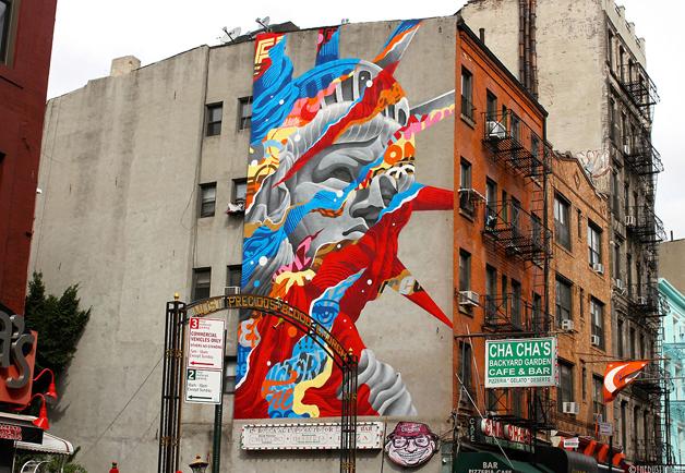 Liberty - Mural que retrata a famosa estatua da Liberdade  com vários recortes e uso de cores.