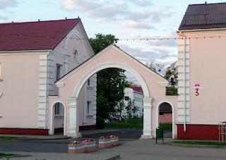 Лунинец. Площадь Ленина. Арка между домами