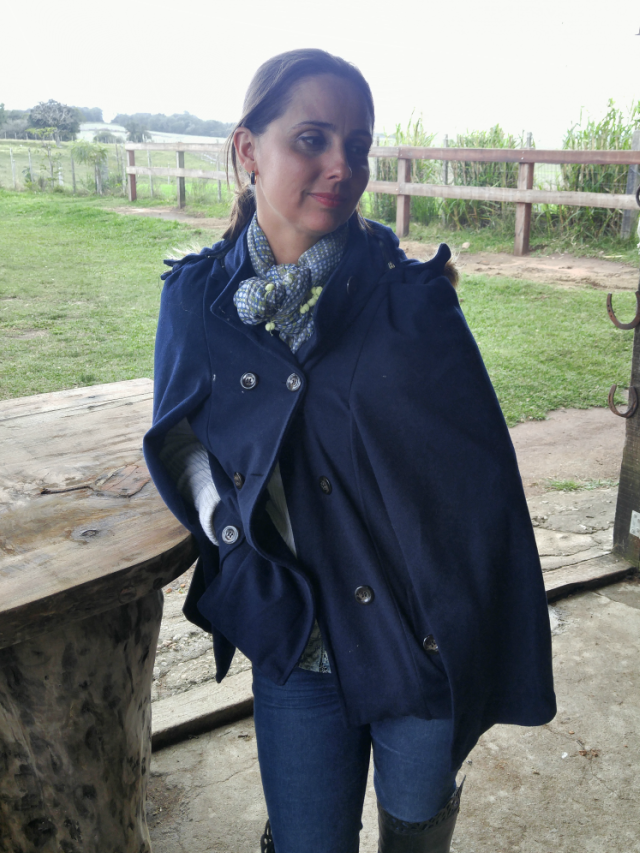 Moda campeira - poncho azul, skinny e bota nova over the knee