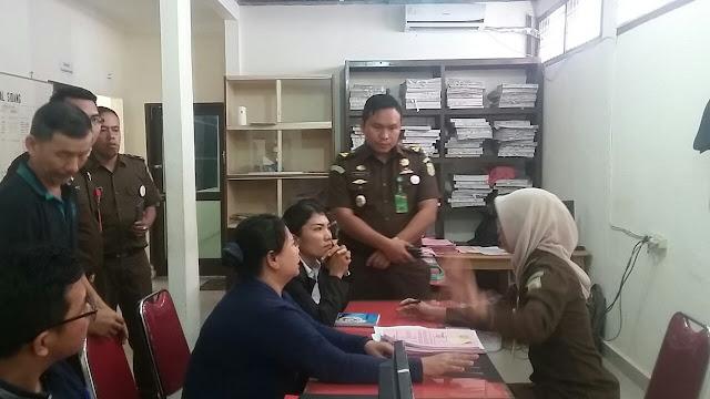 Meliana tersangka kasus peistaan agama di Tanjungbalai saat di ksntor kejaksaan.