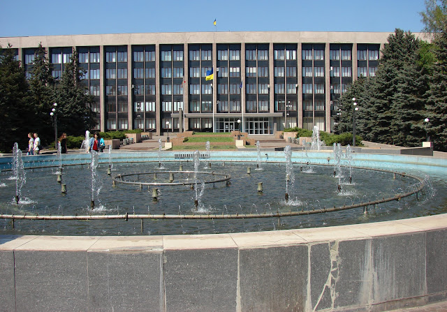 Крупный фонтан в центре города