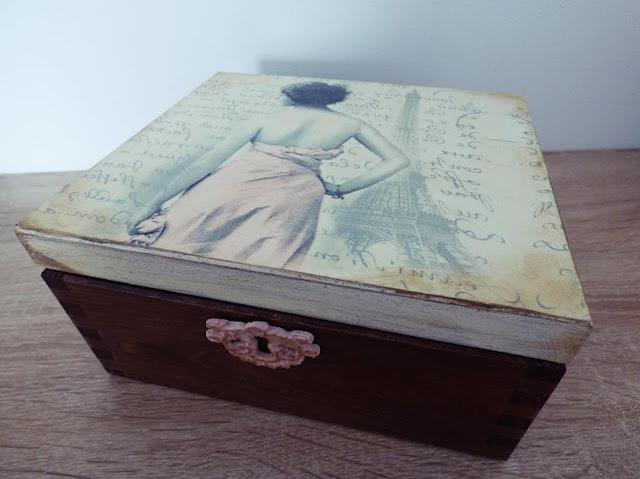pudełko z motywami paryskimi