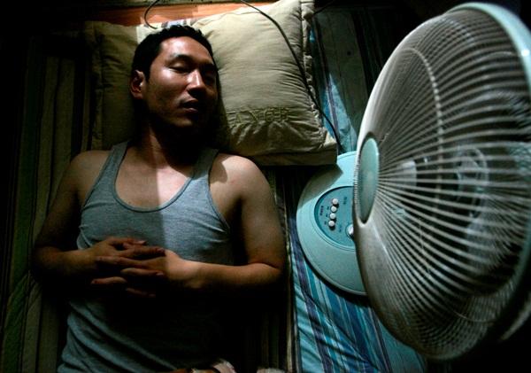 Jangan Biasakan Tidur Malam Menggunakan Kipas Angin, Baca Bahayanya Betikut Ini