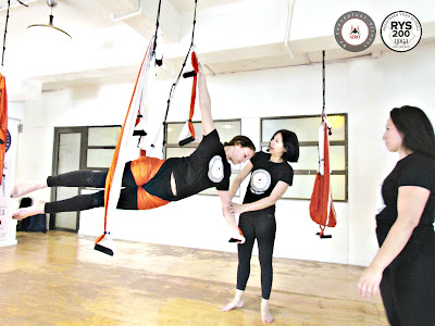 yoga aereo, aeroyoga, aerial yoga, air yoga, yoga aerien, columpio, hamaca, trapeze, gravity, suspension, formacion, cursos, teacher training, body, anti, age