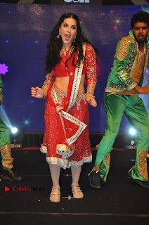 Bollywood Actress Model Sunny Leone Dance Performance in Red Half Saree at Rogue Audio Launch 13 March 2017  0108.jpg