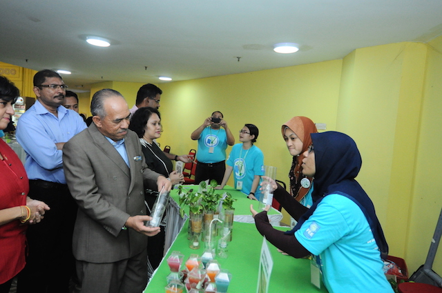 Mayor of Shah Alam, Y.Bhg Dato' Ahmad Zaharin bin Mohd Saad visiting students' exhibition that showcases the nine eco themes