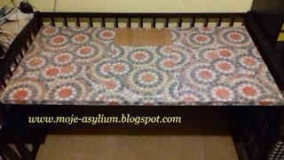 Biurko zrobione z… łóżeczka