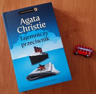 """Klasycznie i z humorem, czyli lepiej być nie może. Recenzja """"Tajemniczego przeciwnika"""" Agaty Christie."""