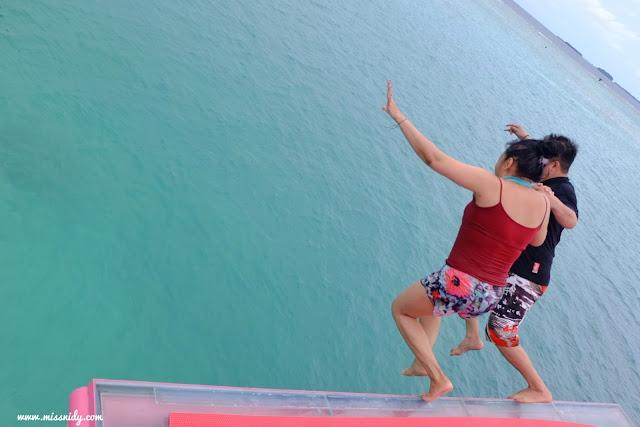 lompat dari jembatan cinta pulau tidung