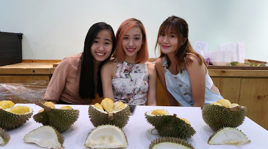 Bigwhitesmile: The Durian Story