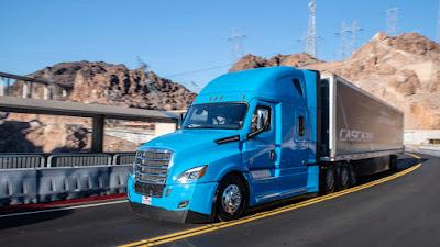 Daimler traz o equivalente de caminhão do piloto automático da Tesla