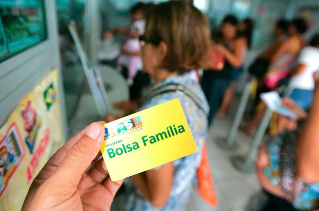 PF descobre vereador beneficiário abastecendo veículo de luxo com Bolsa Família