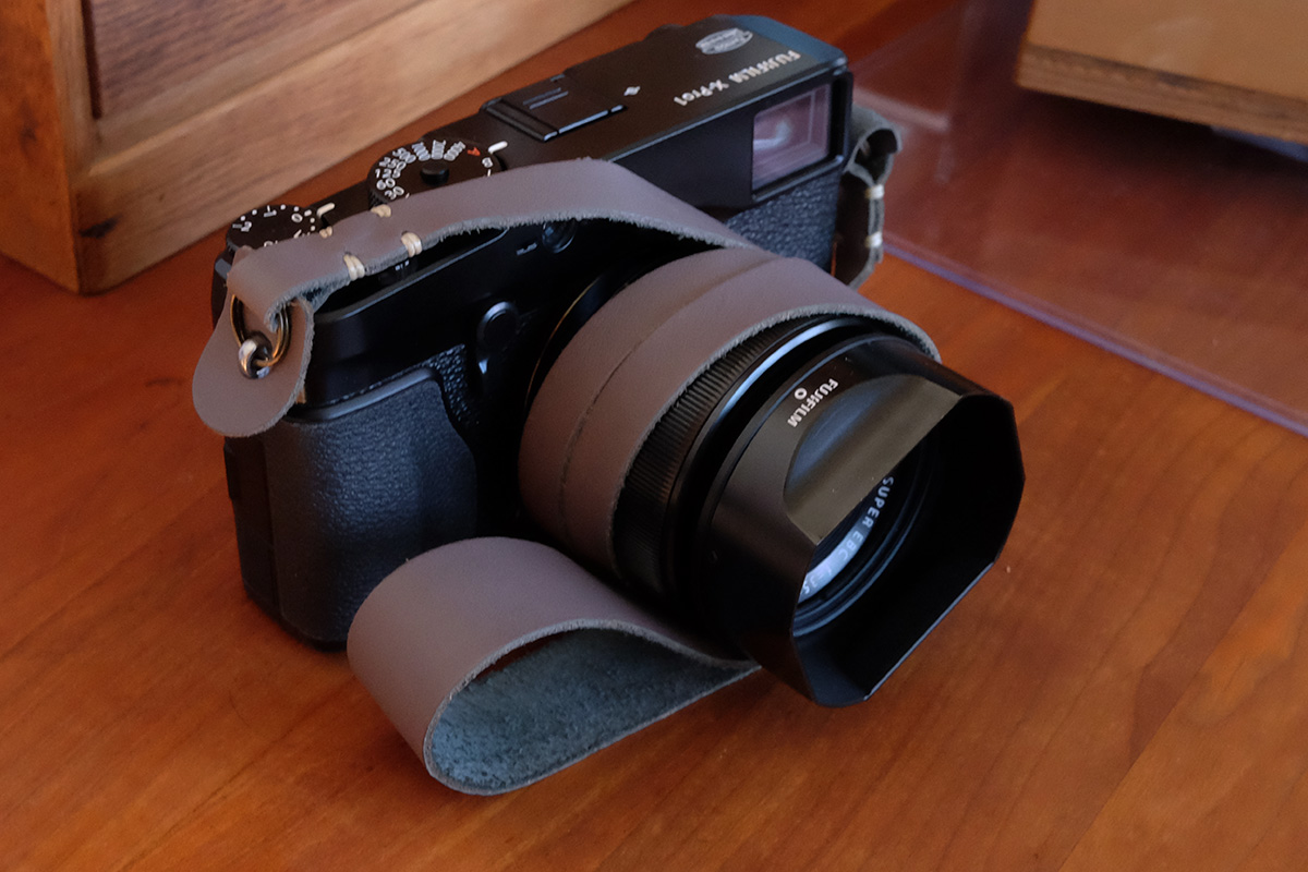 Simple&RefinedのAND カメラストラップ
