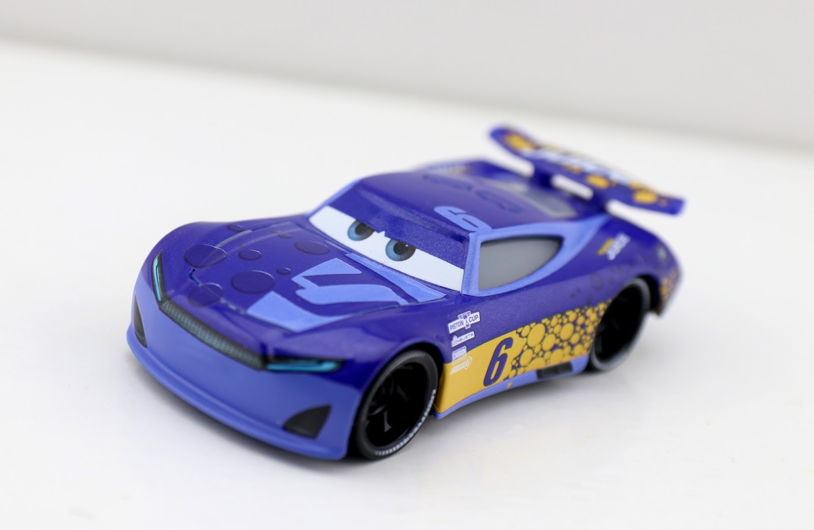 Cars 3 Bubba Wheelhouse Transberry Juice diecast