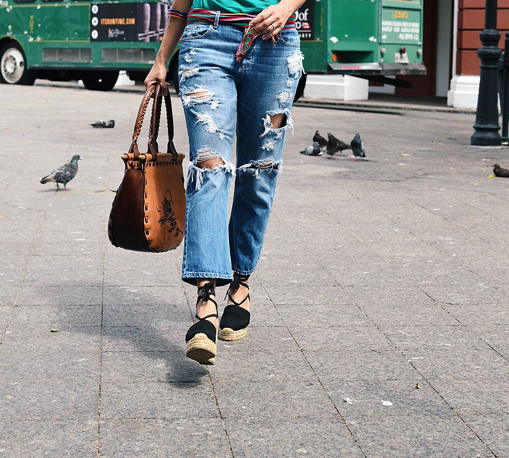 Ripped jeans street style