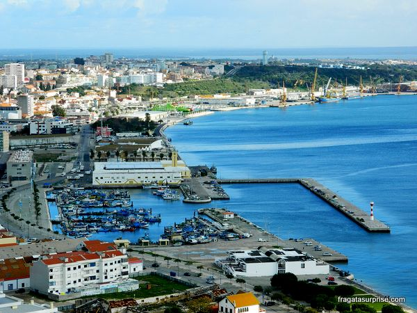 Porto pesqueiro de Setúbal, Portugal, onde se encontram muitos restaurantes de frutos do mar