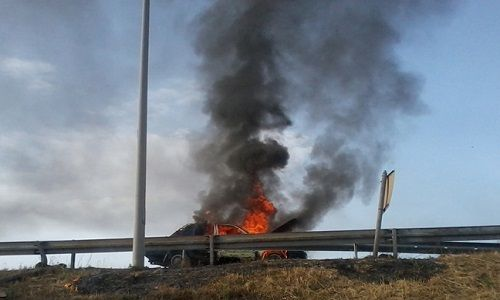 Ήπειρος: Ιόνια Οδός - Αυτοκίνητο Παραδόθηκε Στις Φλόγες Κοντά Στα Διόδια Τερόβου