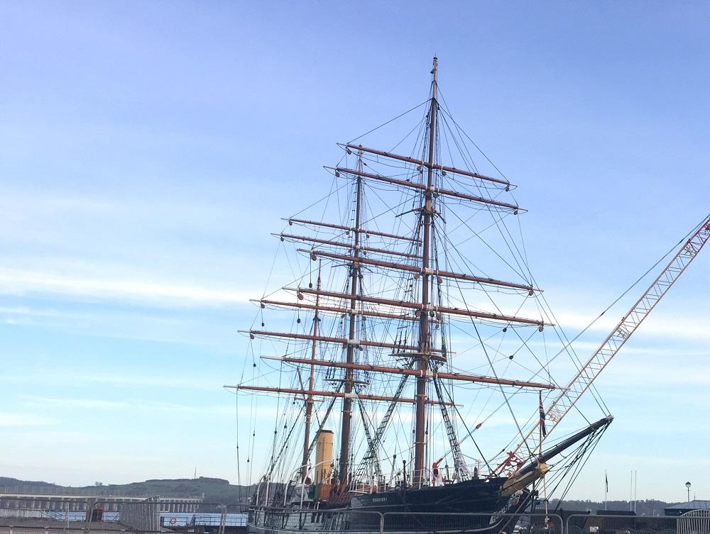 peexo fashion blog travel scotland boat sail boat dundee