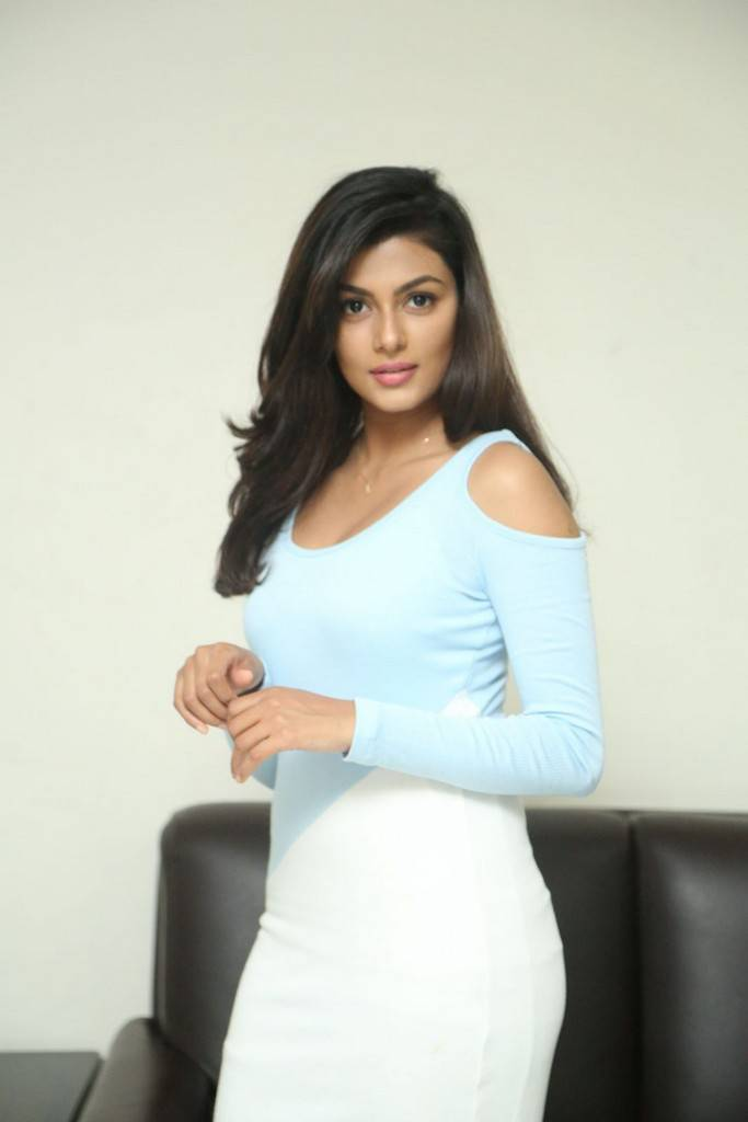 Anisha Ambrose At Fashion Designer So Ladies Tailor Interview
