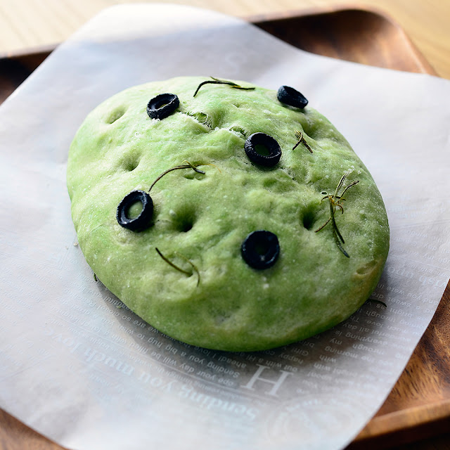 日本茶ノ生餡「しずおか緑茶」を使った緑茶フォカッチャ。ぜひお試しください。おいしい日本茶研究所。