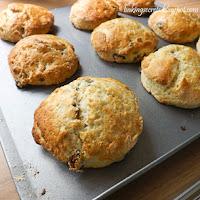 http://www.bakingsecrets.lt/2014/07/fruit-scones-angliskos-bandeles-su.html